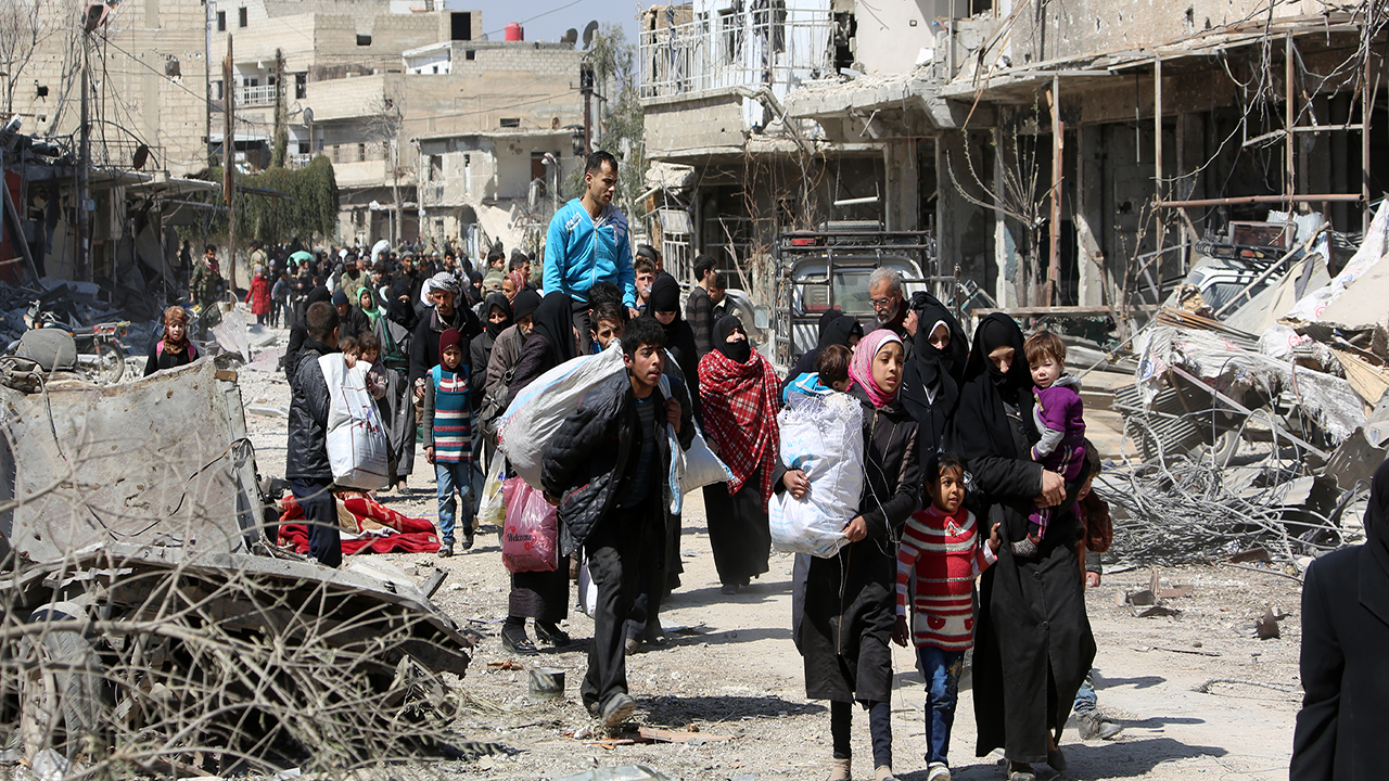 Syrian exodus as civil war closes in
