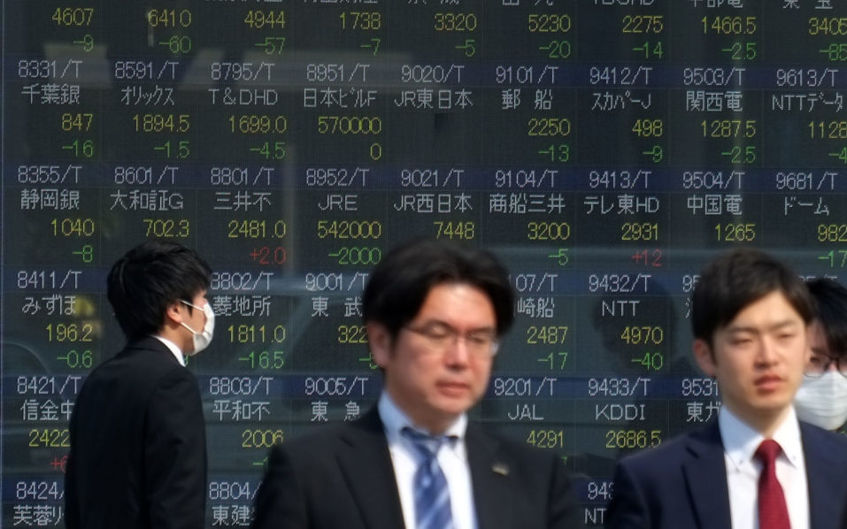 Asian shares track USA tech slump, focus on Fed meeting