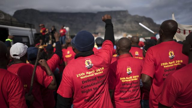 2,000 South African unions protest over minimum wage