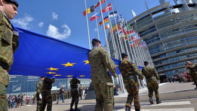 Britain backs French plan for European defence force