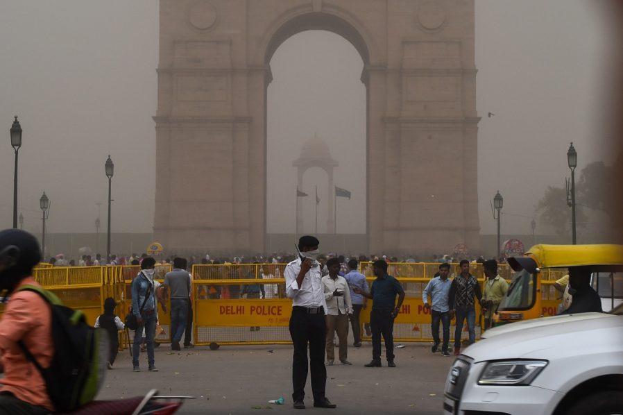 Картинки по запросу India dust storms kill at least 77