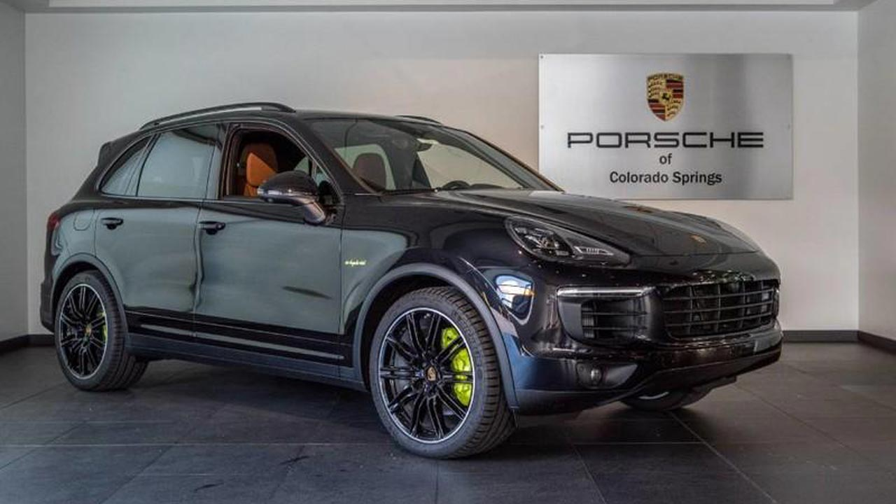 Porsche Cayenne E Hybrid Offers Best Driving Dynamics