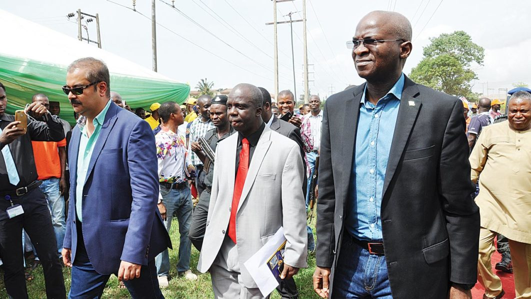 NEWS:Again, Fashola blames DISCOS for poor power supply