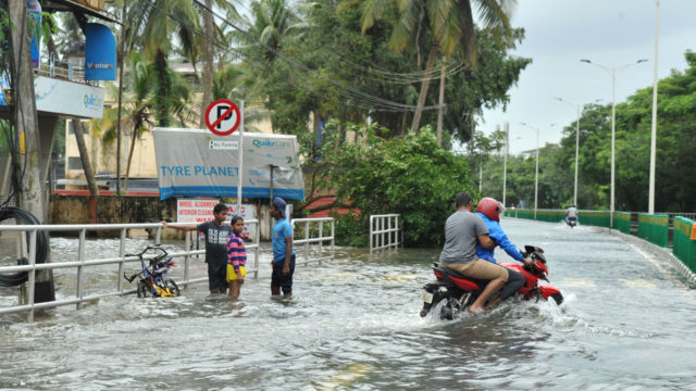 India flood death toll shoots up to 324