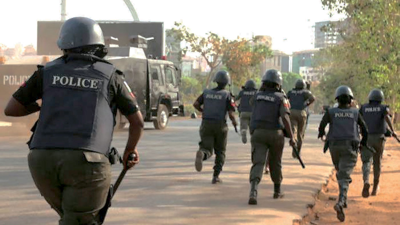 NEWS:Mob kill policeman, vandalise patrol van