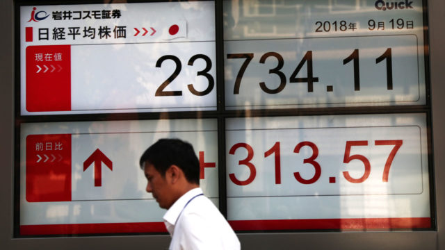 Tokyo stocks close flat after prime minister Abe's win