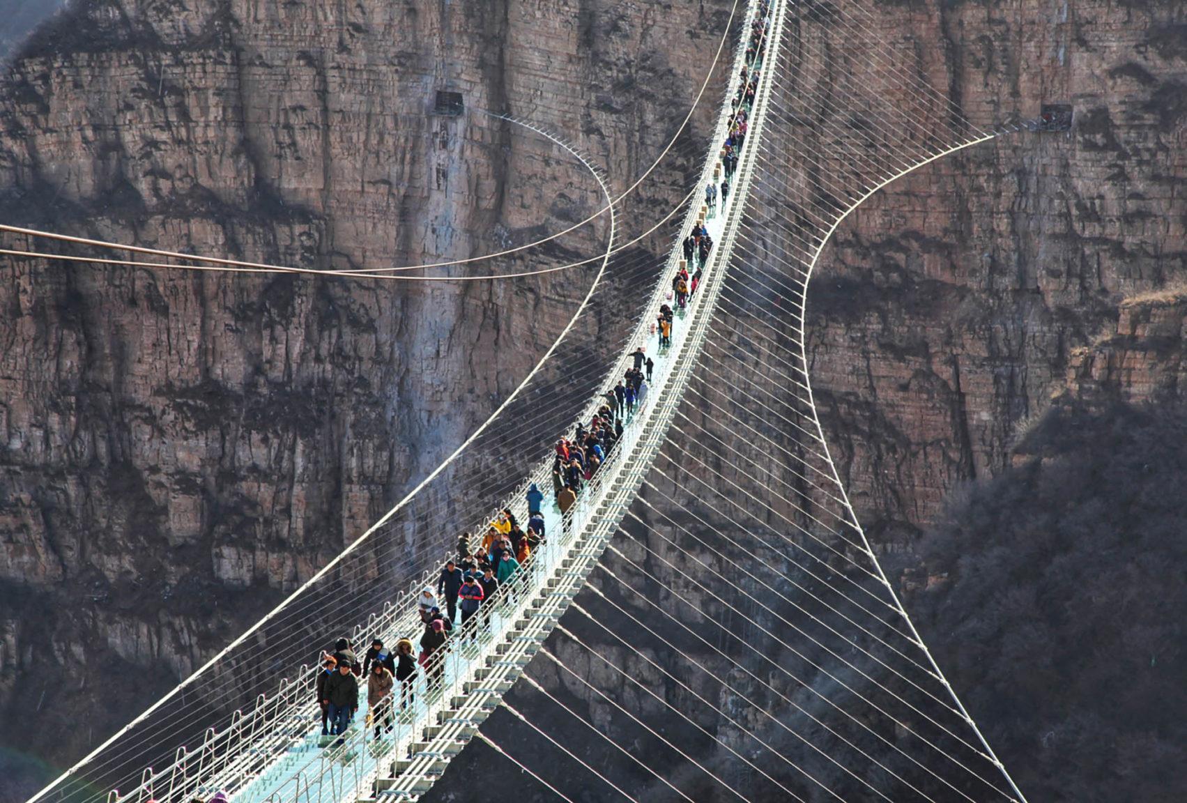 Hongyagu Glass bridge Photo CNN 1703x1152 Three Terrifying Attractions In China