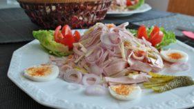Salad egg and spaghetti