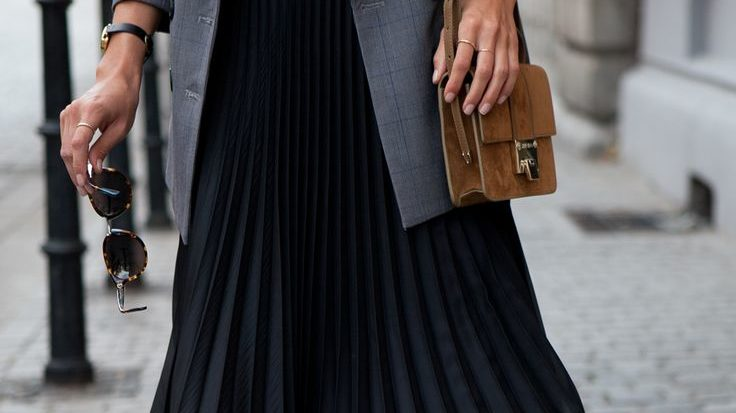 4c45f5a3666f 7 Stylish Ways To Wear A Pleated Skirt