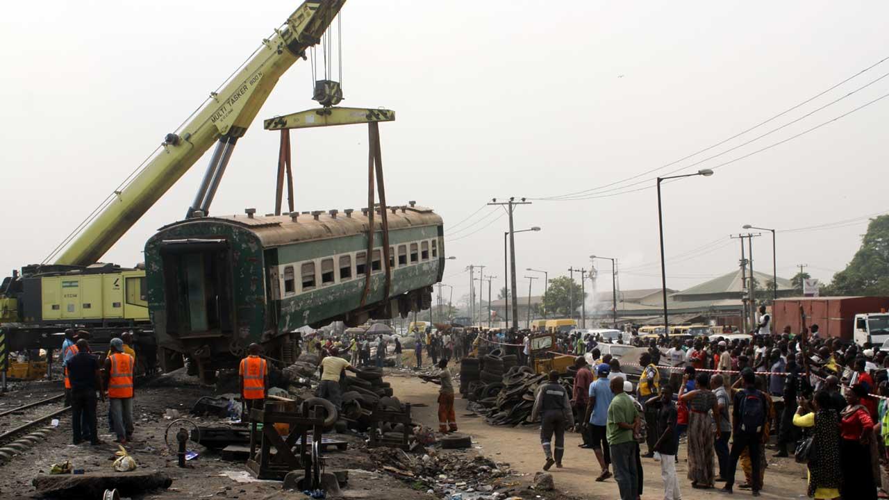 Train derails in Lagos, kills one