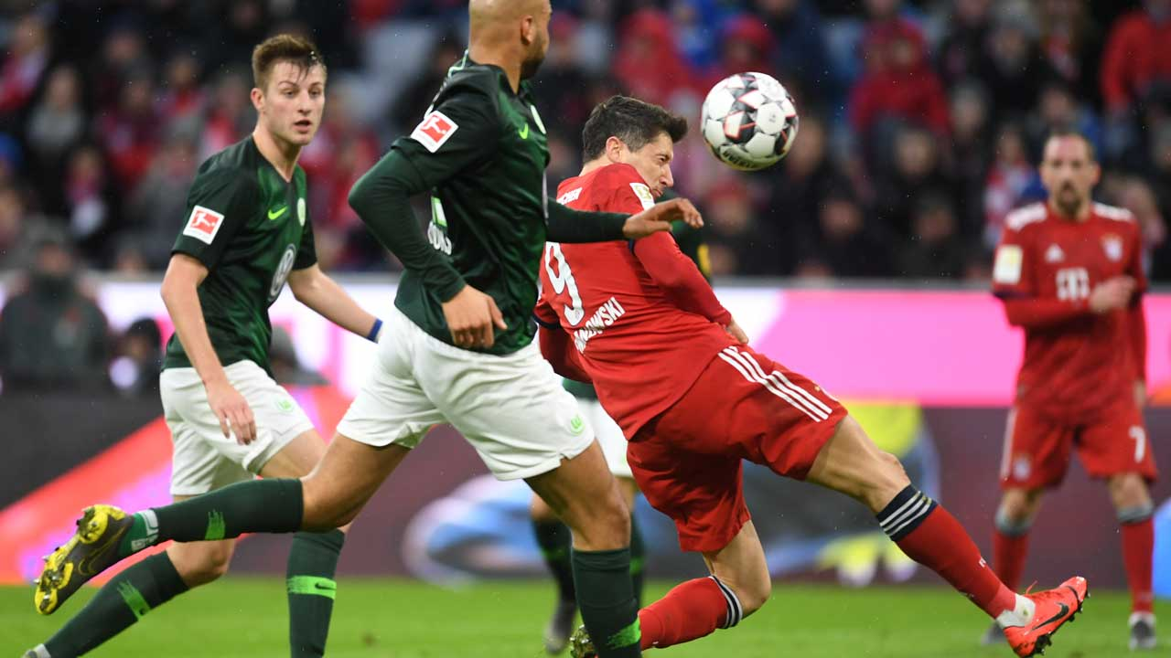 European round-up: Bayern go top as Lewandowski sets new mark
