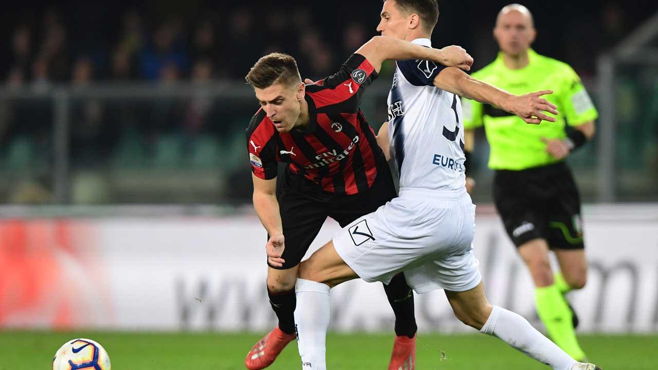 Piatek 'kung fu' goal rescues Milan at Chievo