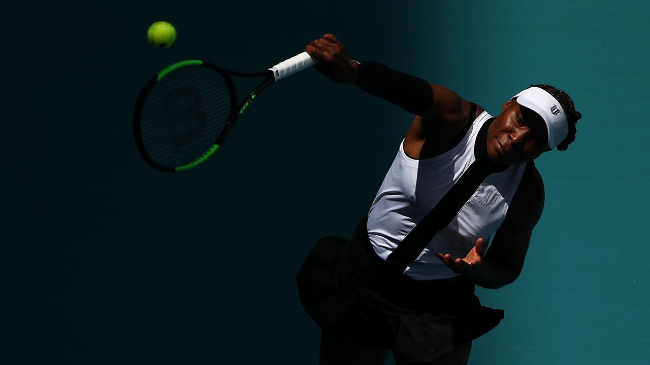 Venus Williams holds off Jakupovic to advance at Miami tennis