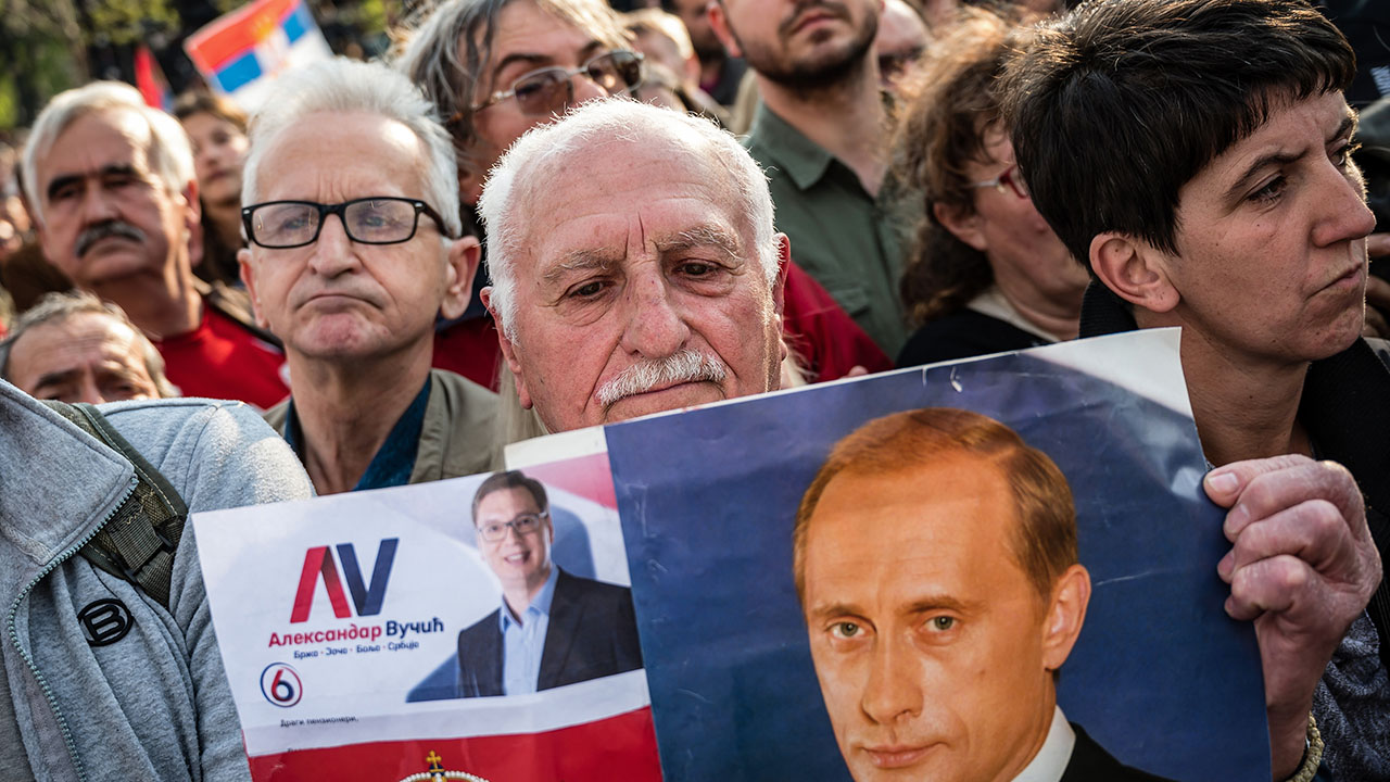 Thousands rally in support of Serbian president