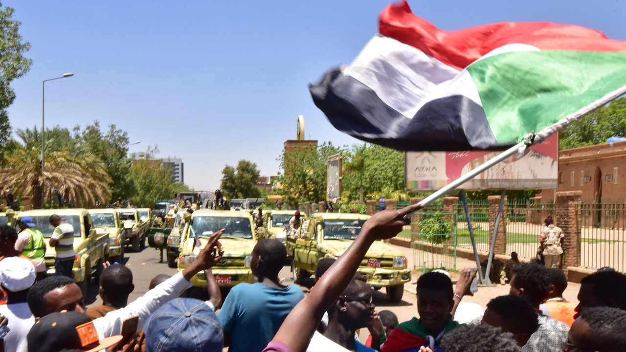 Sudan protest leaders report attempt to disperse sit-in