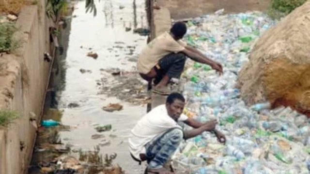 Lagos: Traders decry open defecation at Gatankowa Market - Guardian