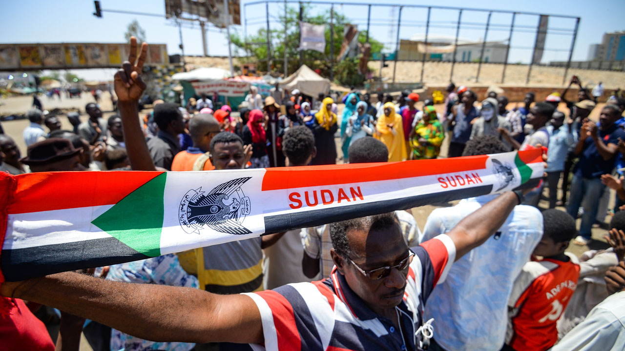 Bashir regime 'dividing' people, accuse Sudan protesters