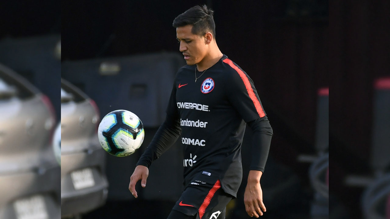 Copa offers Chile's Sanchez chance to banish United woes