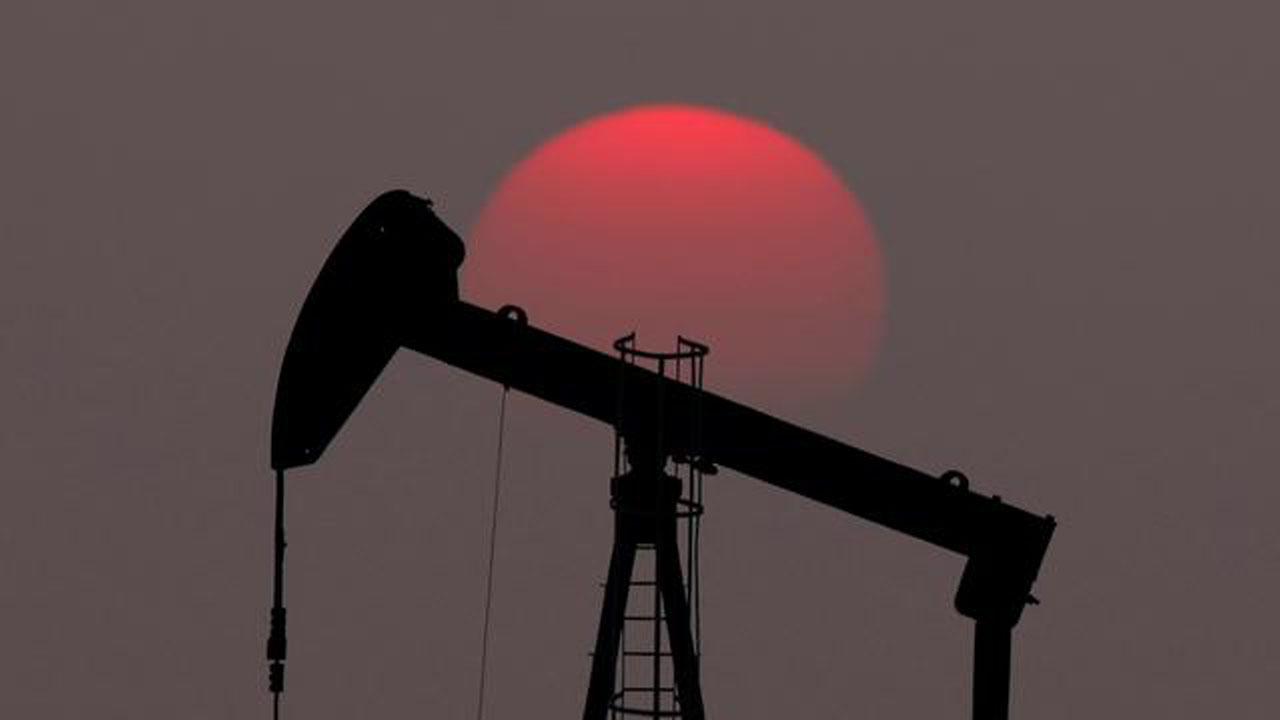 Oil sinks more than 5% on fears over virus-hit demand