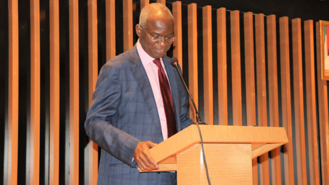 Fashola: When 'poster-boy' of Lagos politics wobbles at the centre - Guardian