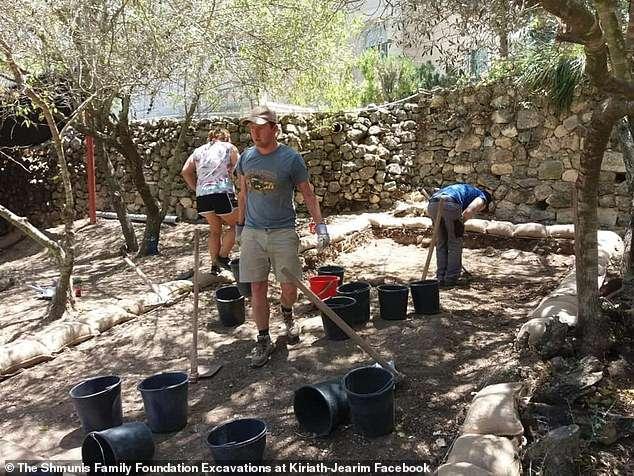 Emmaus archaeologists