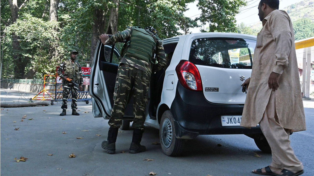 India throttling Kashmir media, report says