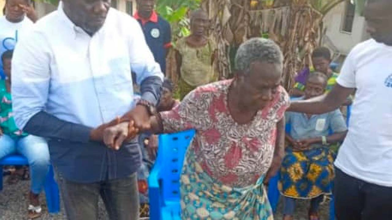 Samson Siasia's mother regains freedom after 10 weeks in kidnappers' captivity