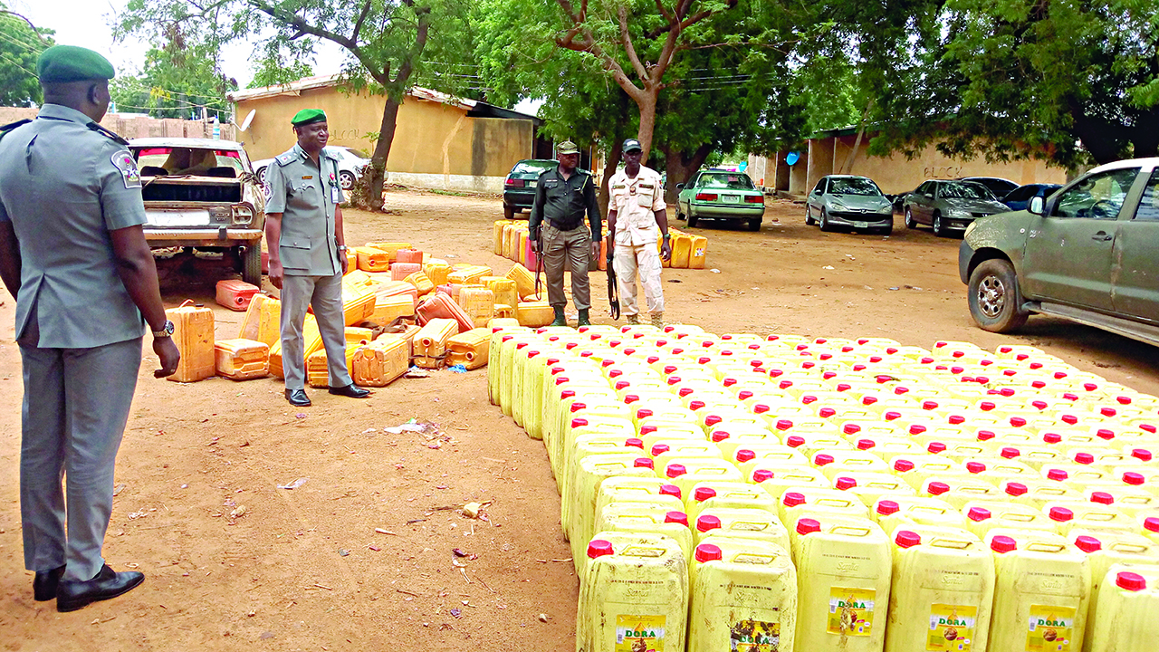 """Résultat de recherche d'images pour """"police nigeria smuggling of petrol"""""""