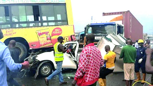 One dies, woman rescued in Lagos multiple accident on Otedola bridge - Guardian Nigeria