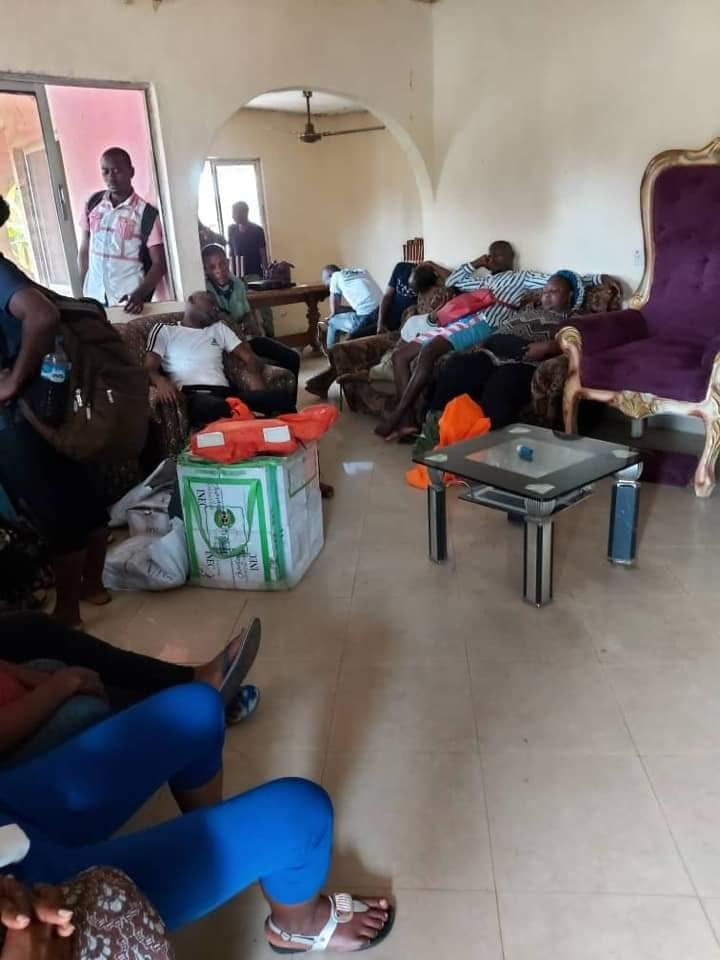 Suspected PDP supporter filmed illegally thumbprinting ballots in Kogi