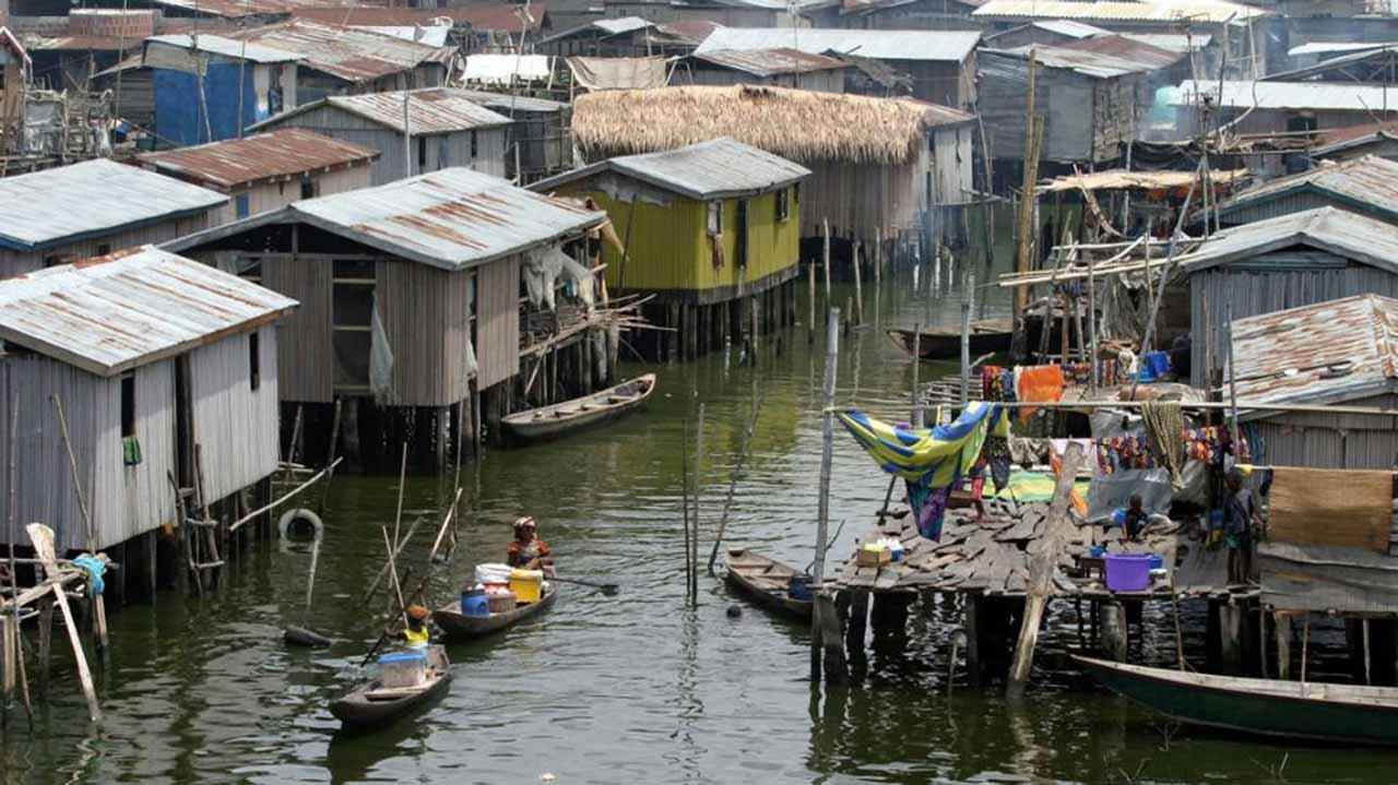 [Image: Nigerian-slum.jpg]