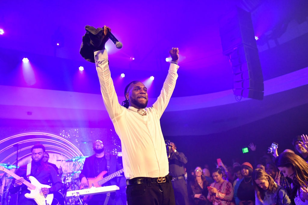 Watch: Burna Boy Thrills Guests At The Pre-Grammy Awards Party