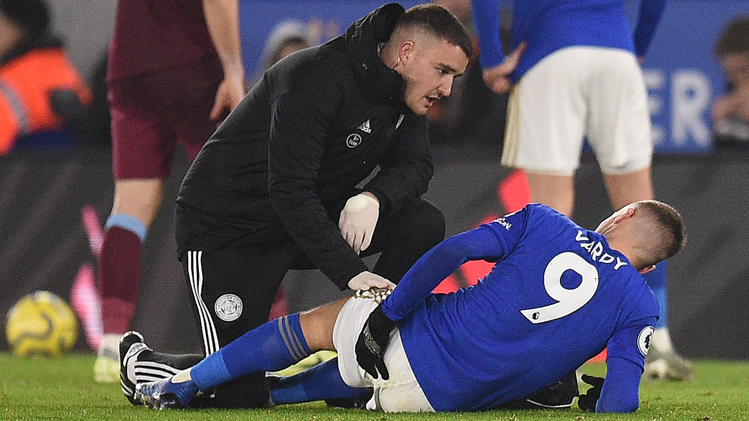 Leicester's Vardy limps off with hamstring injury