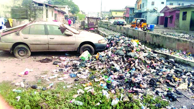 Residents wants Lagos government to clear waste at markets, schools, bus stops - Guardian