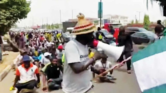 Thousands of beggars protest against undue harassment, arrest in Lagos - Guardian
