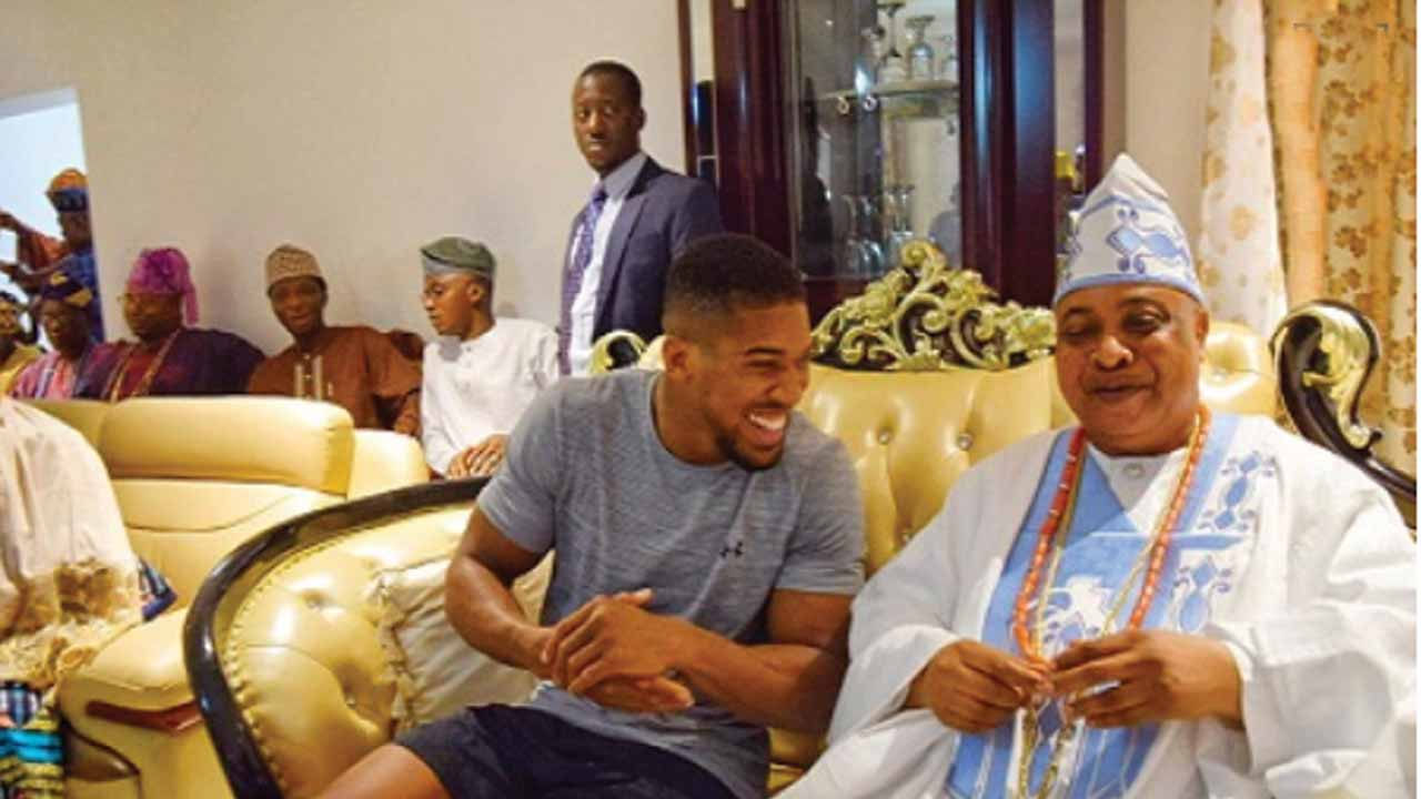 Anthony Joshua storms Sagamu, meets Akarigbo of Remo