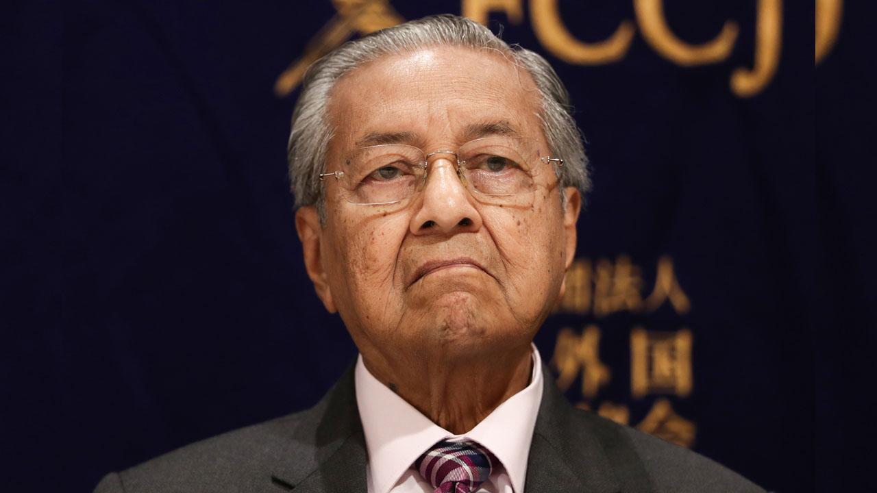 Malaysian PM Mahathir Mohamad submits resignation amid political turmoil