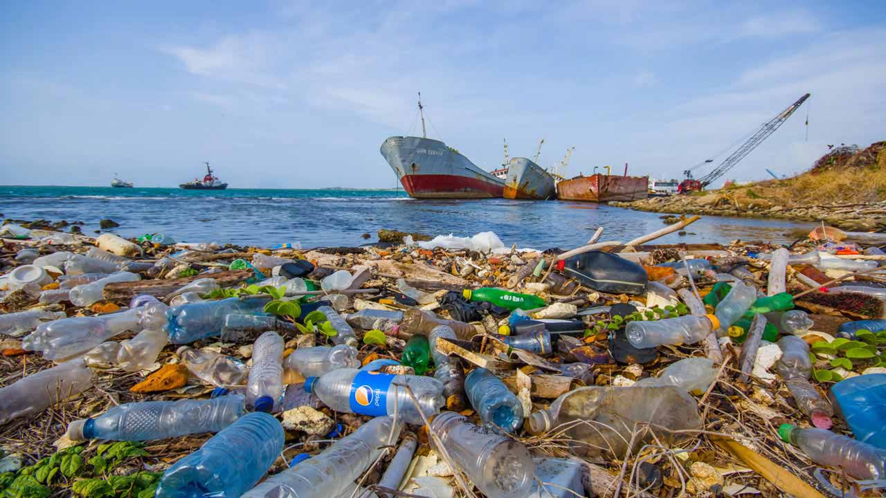 Govt moves to rid Nigerian waters of plastics, pollution