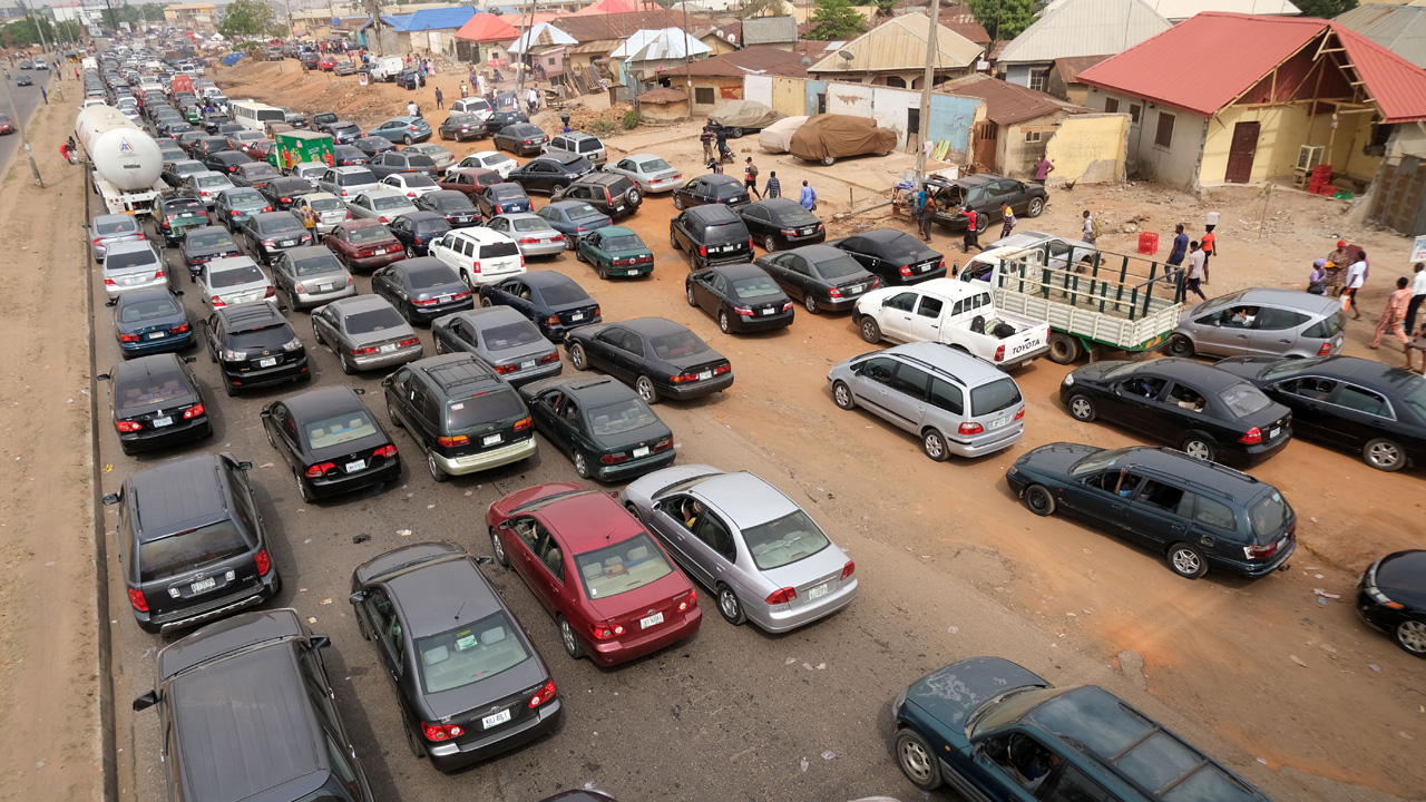 Petrol scarcity hits Abuja, others over lockdown fears