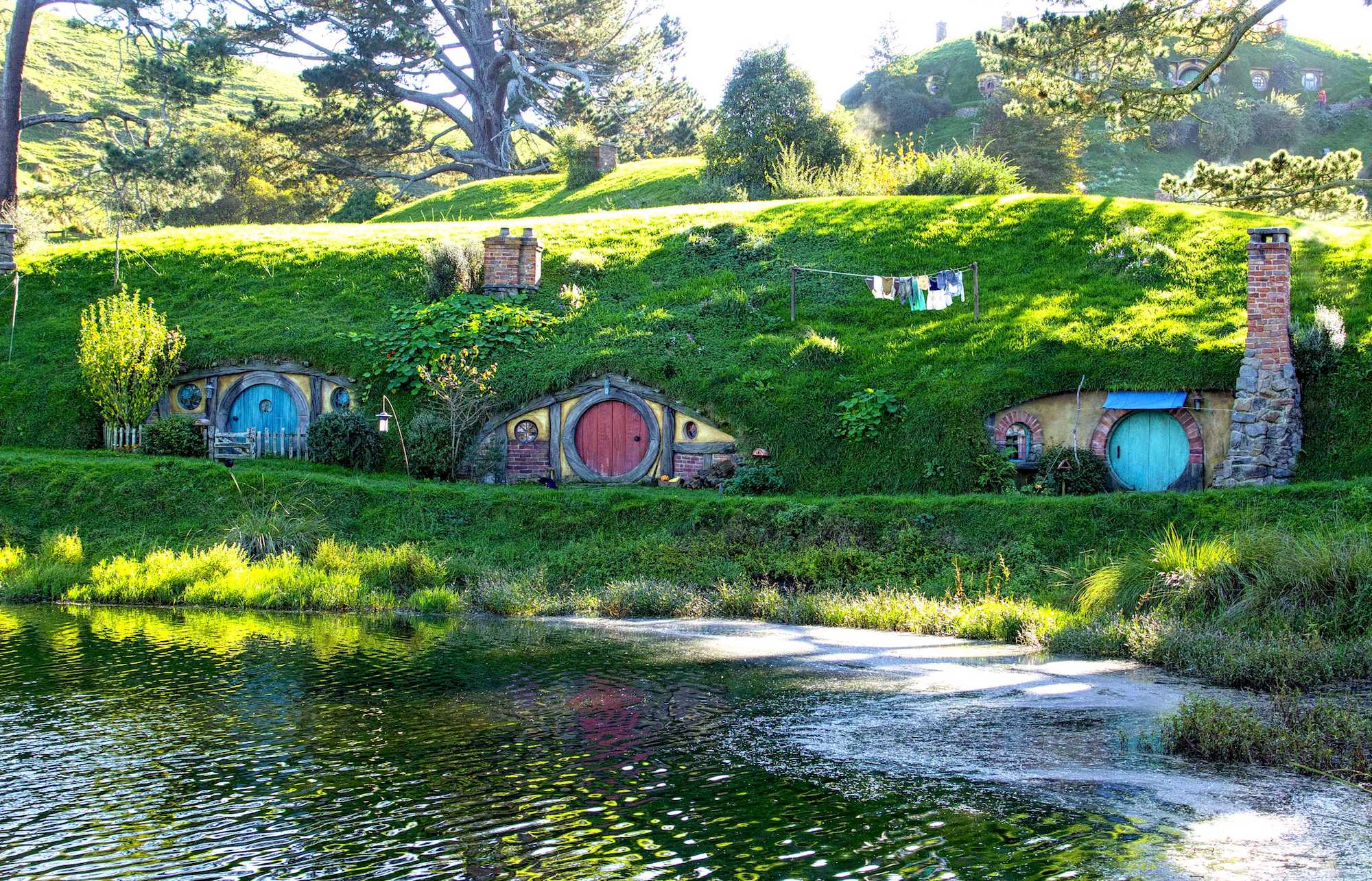 Hobbit-Holes-in-Hobbiton