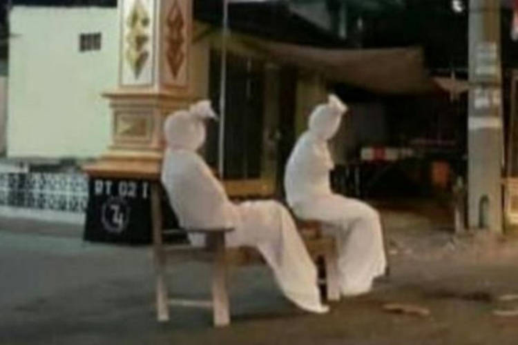 Pocong ghosts