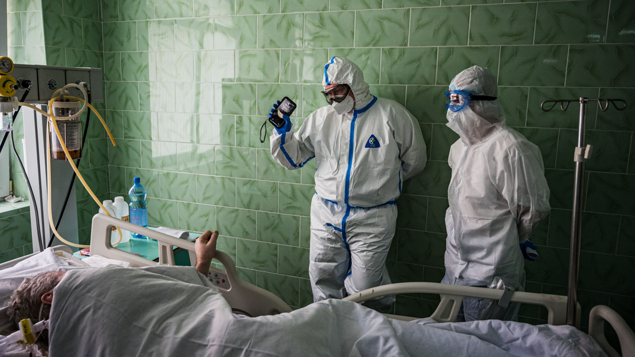 Russia tops 1,000 daily virus deaths for first time