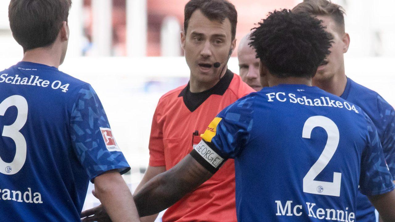 'Justice for George': Schalke's U.S. footballer in armband protest