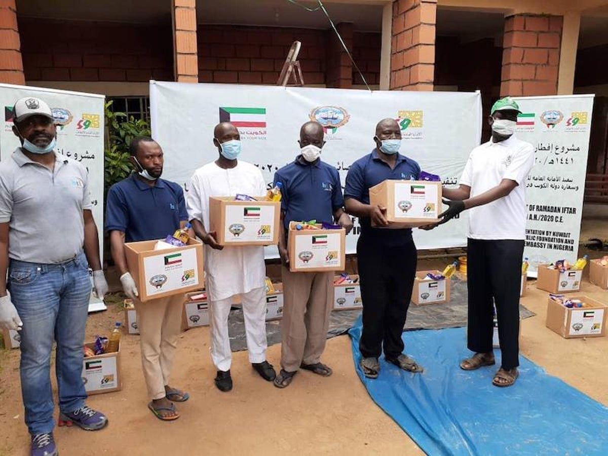 Kuwait embassy fetes 1,249 households with foodstuffs