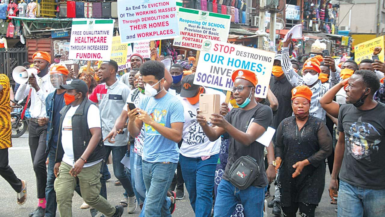 Breaking news: #BuhariMustGo protesters block the airport road in Abuja