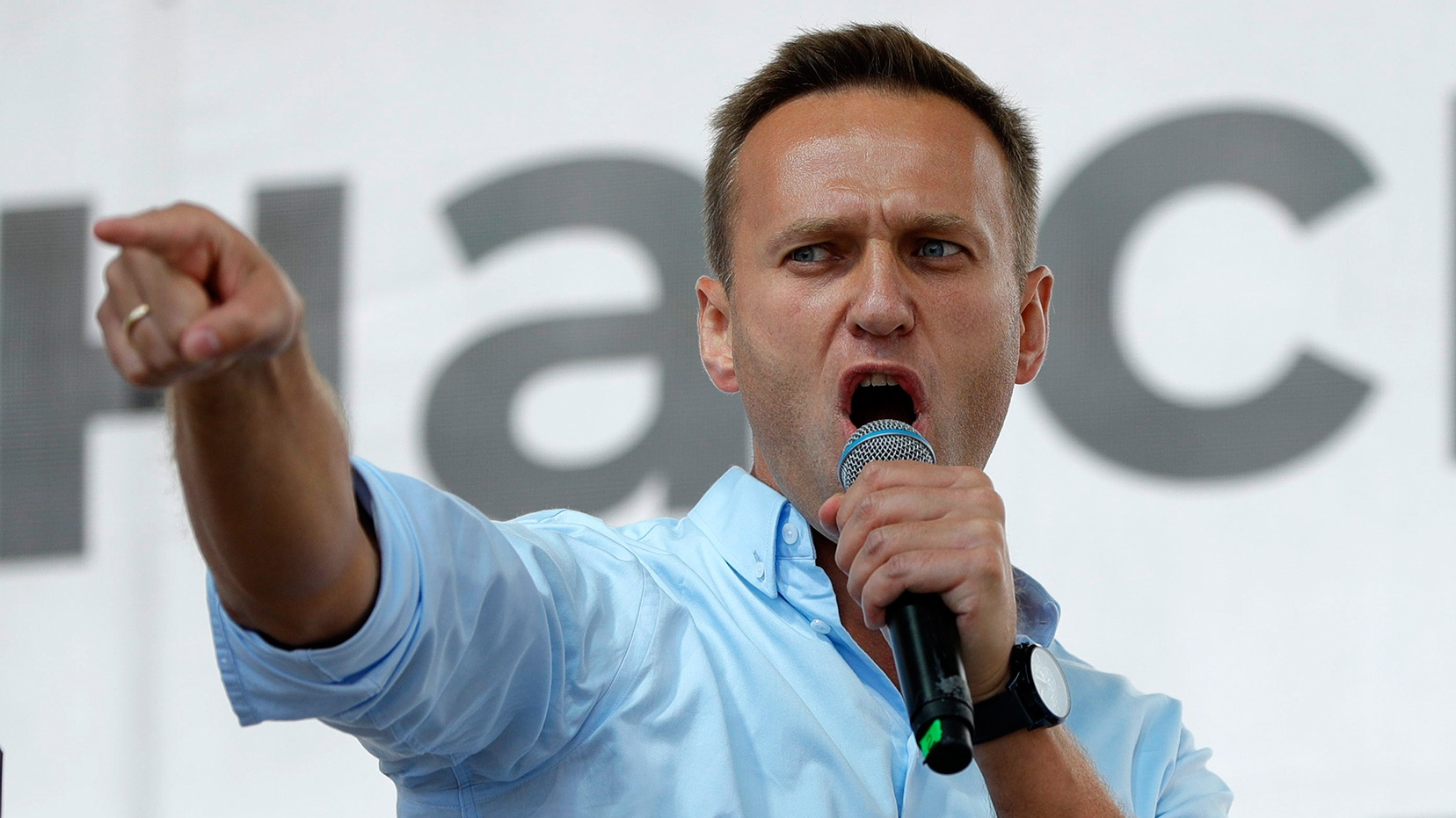 Alexey Navalny Fools Assassin Into Revealing His Poisoning