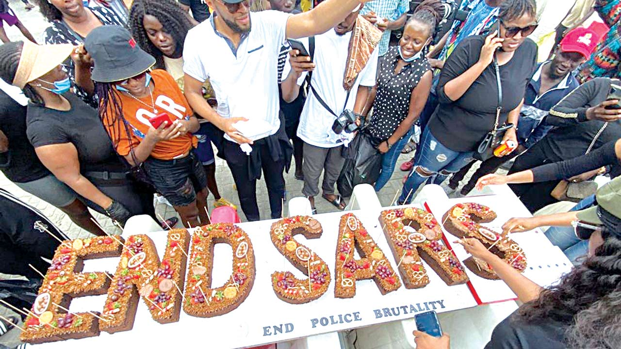 Protesters share #ENDSARS cake at Lekki tollgate | The Guardian Nigeria  News - Nigeria and World NewsNigeria — The Guardian Nigeria News – Nigeria  and World News