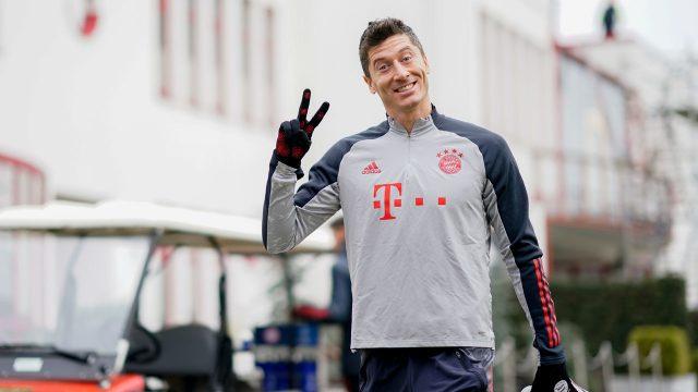 Record-hunting Lewandowski leaves Bayern Munich training early