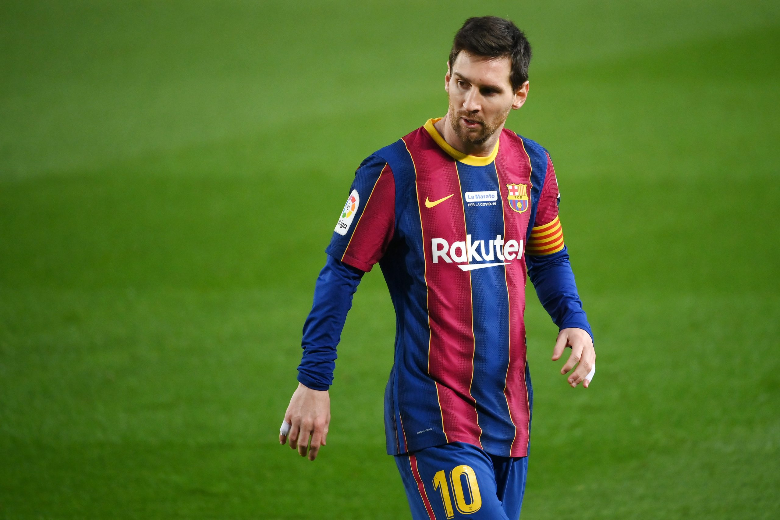 PSG's Pochettino guarded over Messi move