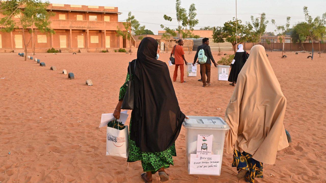 Mine blast kills 7 Niger election officials
